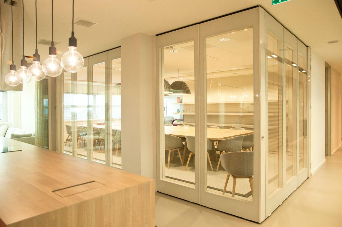 cloison plane ou accord on pour les grands espaces. Black Bedroom Furniture Sets. Home Design Ideas